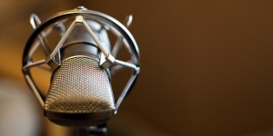 Microphone Image Facing medium_3241285917